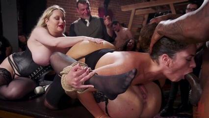 Порно бдсм онлайн со связанными анальными шлюшками